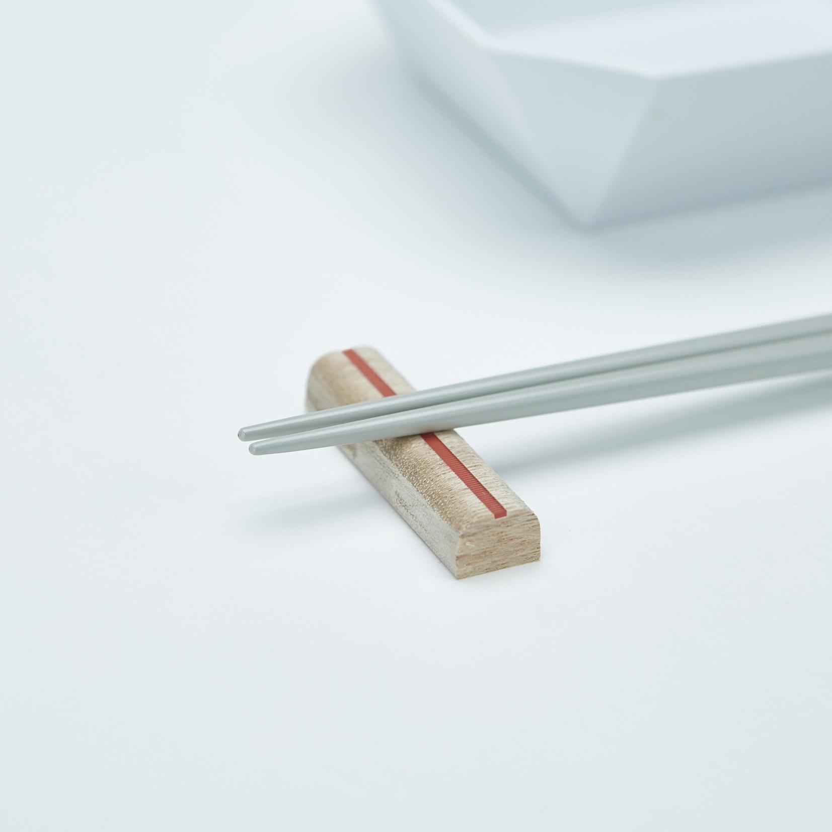 一本筋の通った箸置き。